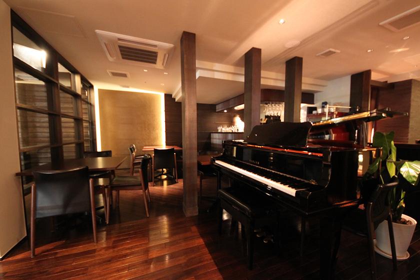 カフェ&ダイニングイルンゴ 1F グランドピアノ